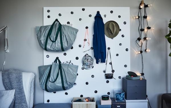Créez un mur de rangement artistique - IKEA