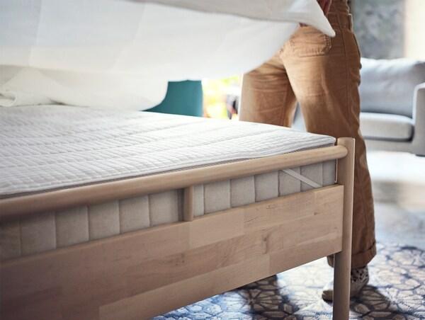 Rám postele z břízy s vysokou matrací