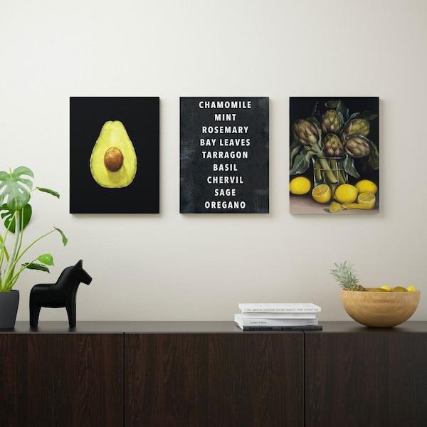 Rangement média noir avec trois cadres photo dessus