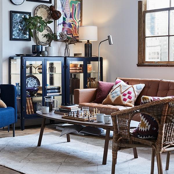 Regardez les visites de maisons pour trouver des idées et de l'inspiration pour le salon.