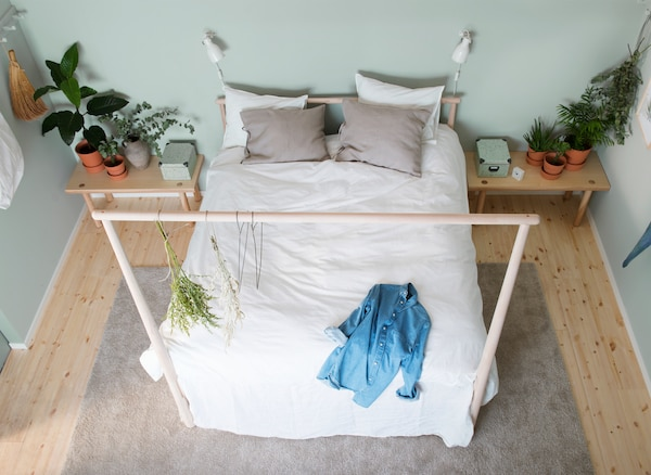 Relax en el dormitorio gracias a la cama.