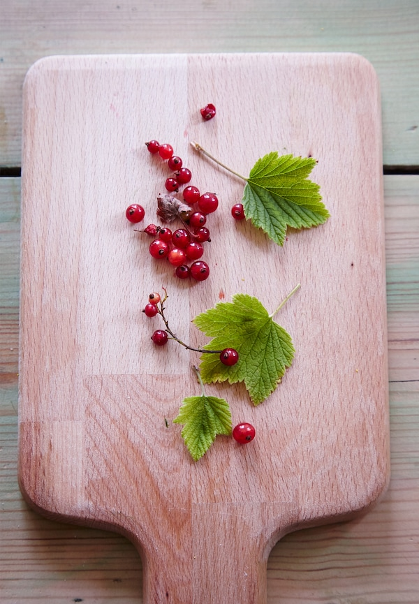 Remove tough stalks and leaves from the redcurrants.