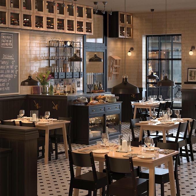 Restaurant mit IKEA Möbeln ausgestattet