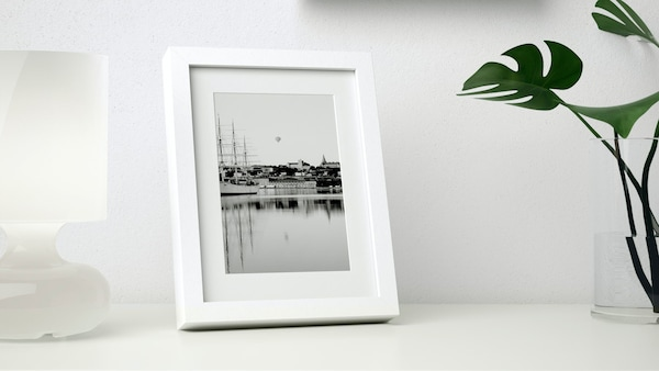 Ribba frame in white.