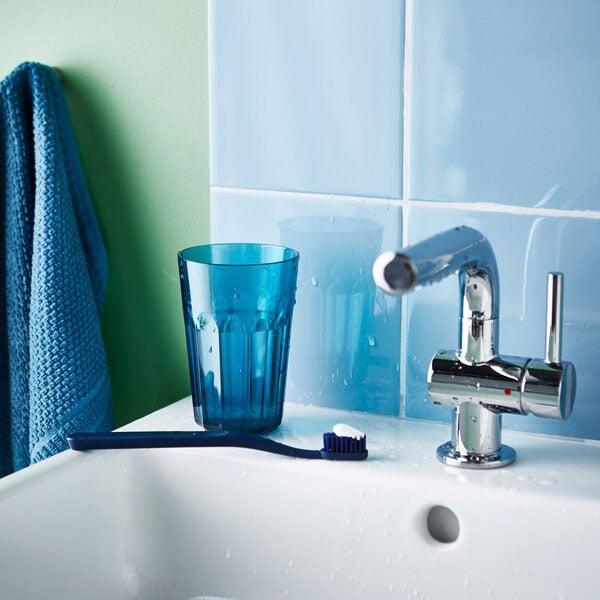 Risparmiare acqua lavandosi i denti