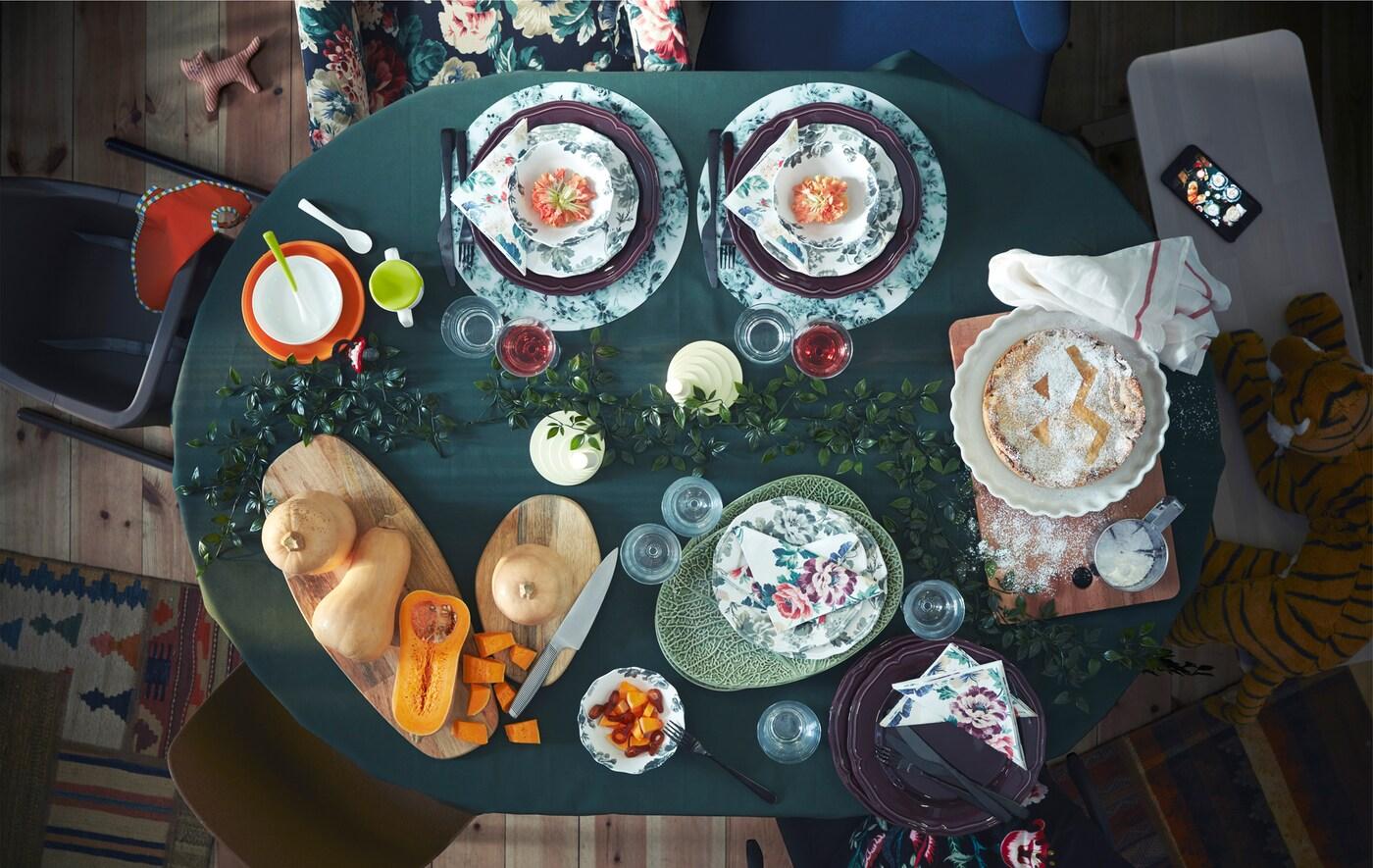 Riunisci tutta la famiglia attorno a un ampio tavolo da pranzo come INGATORP di IKEA per trascorrere dei bei momenti insieme.