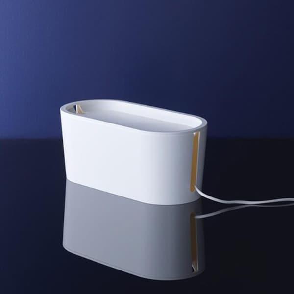 ROMMA- kannellinen johtolaatikko keskellä tummaa kuvaa.
