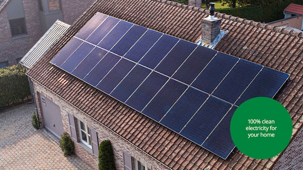 Roof of a house with SOLSTRÅLE solar panels.
