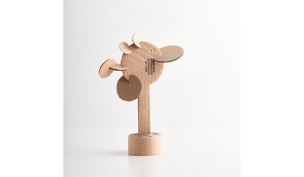 roślinka z kartonu