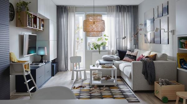Sala con muebles para adultos y para niños