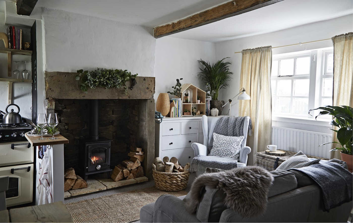 Sala decorada num estilo rústico
