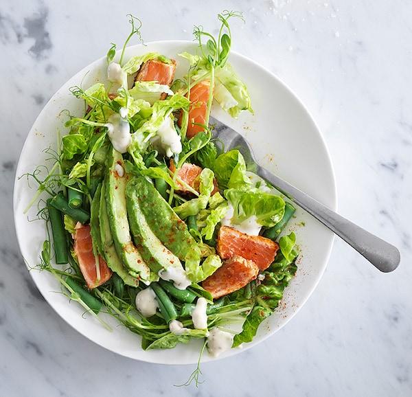 Salade épicée de saumon et d'avocat