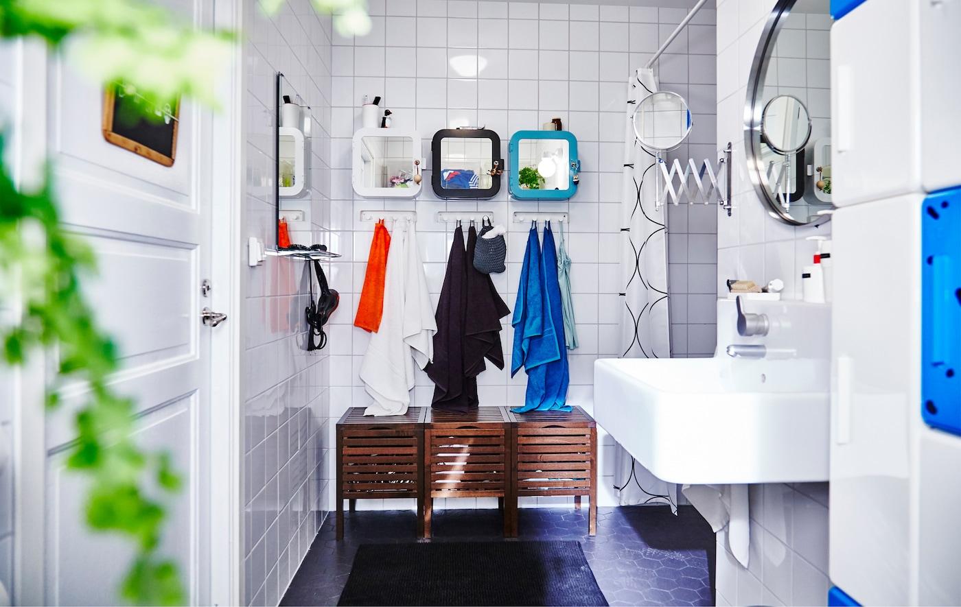 Salle de bain avec rangements et accessoires IKEA