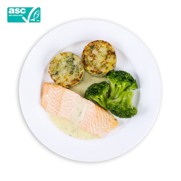Salmon fillet with broccoli
