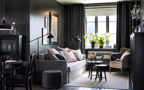 Salón negro con sofá cama