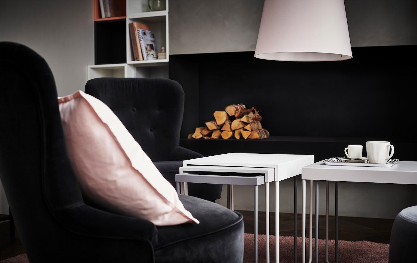 Scegli una serie di arredi coordinati e uno schema di colori per creare un soggiorno elegante e confortevole - IKEA