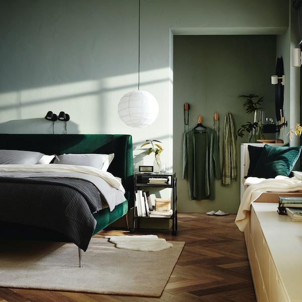 Schlafzimmer mit Bett.