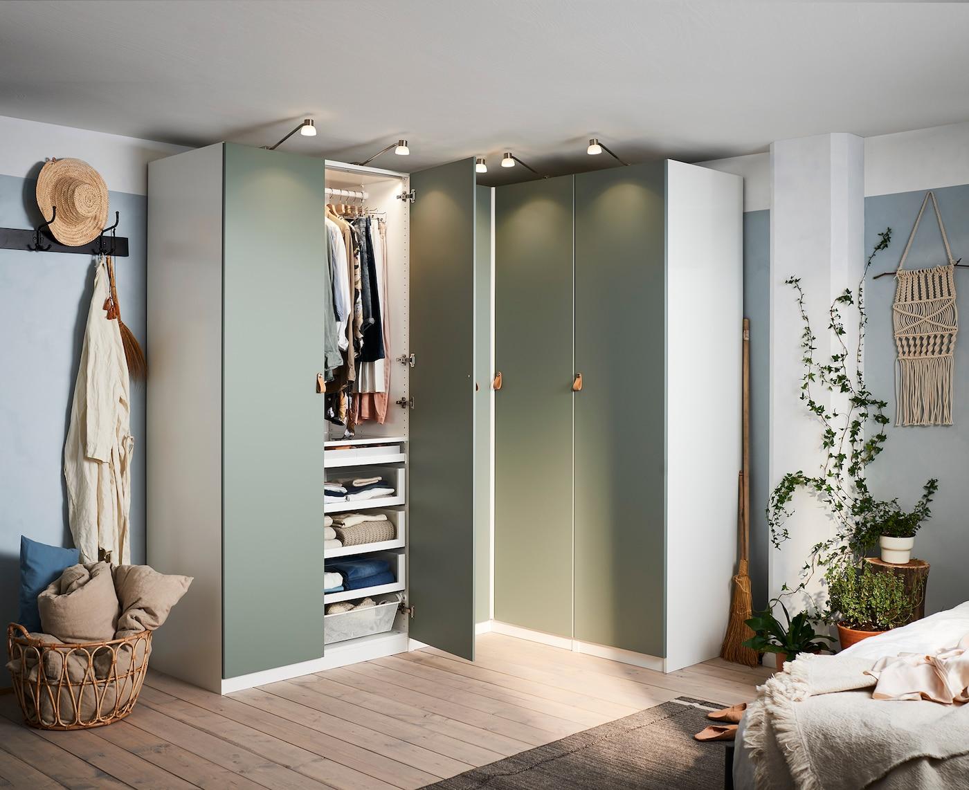 Schlafzimmer mit Eckkleiderschrank einrichten - IKEA ...