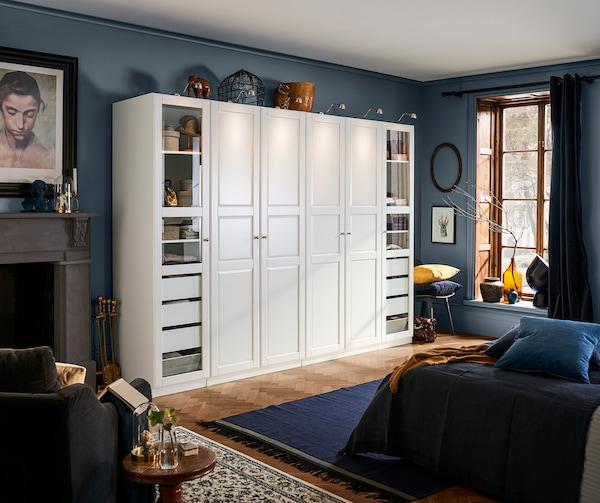 wei er kleiderschrank mit vielen f chern ikea. Black Bedroom Furniture Sets. Home Design Ideas
