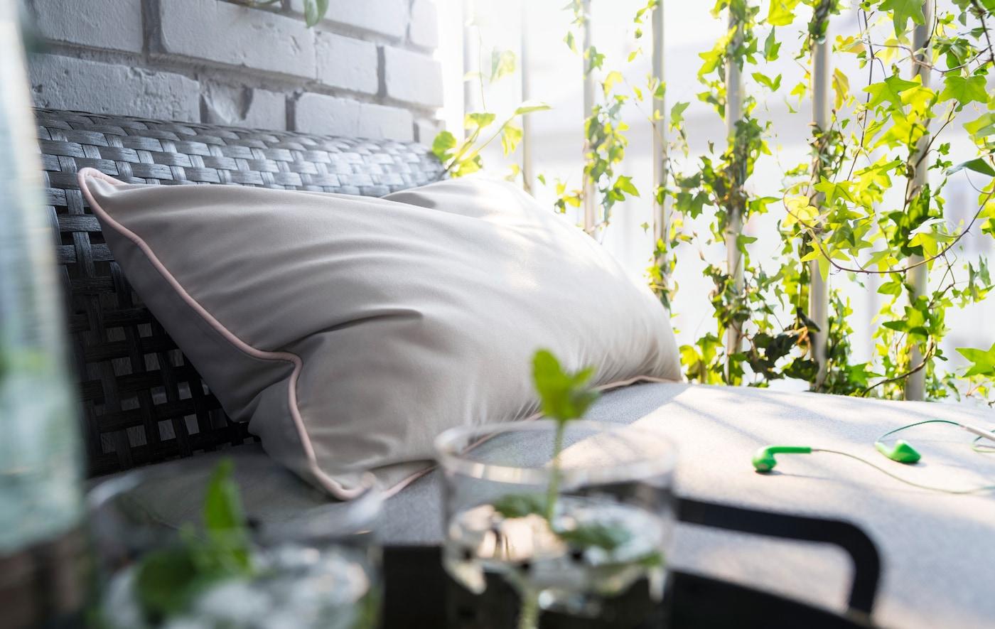 balkon mit pflanzen gestalten tipps ikea ikea. Black Bedroom Furniture Sets. Home Design Ideas