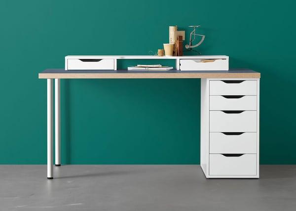 Secretária LINNMON/ALEX em branco com tampo cinzento com rebordo em madeira
