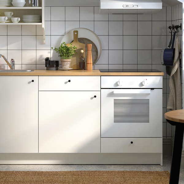 See the simplicity and functionality of KNOXHULT kitchens.
