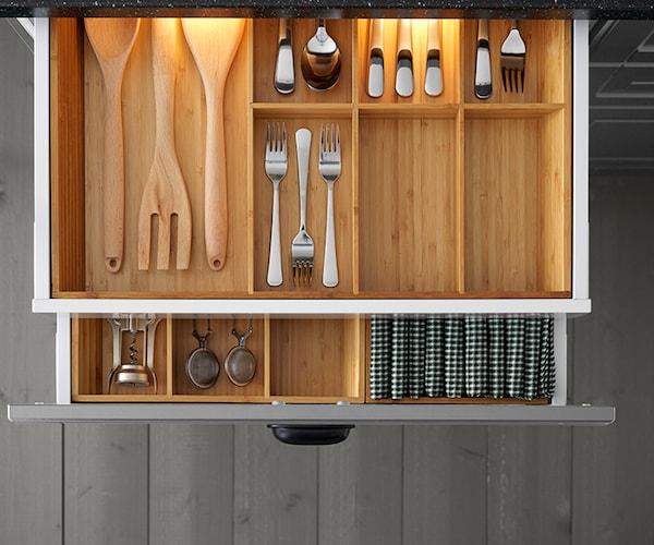 SEKTION Kitchen drawers with VARIERA bamboo interior organizers