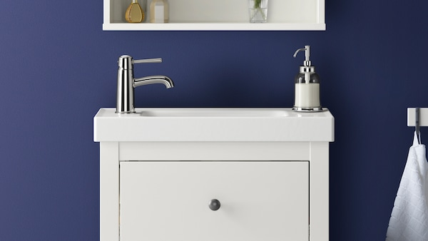 Série nábytku do koupelny HEMNES.