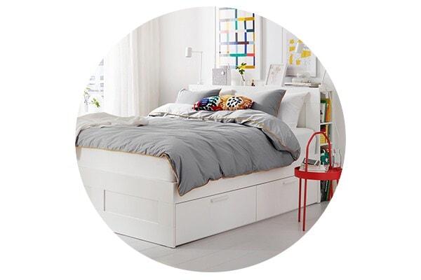 Серия мебели БРИМНЭС для спальни включает кровати, комоды, шкафы и прикроватные тумбы