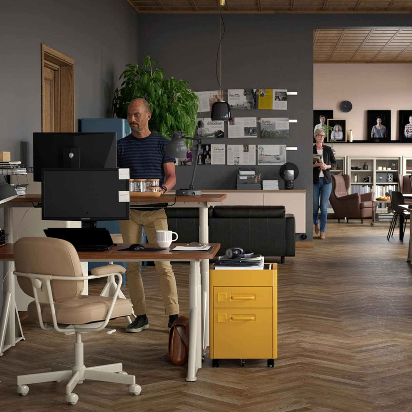 Shared office setting with IDÅSEN sit stand desks in brown beige with ALEFJÄLL light grey swivel chairs and IDÅSEN golden brown office drawers.
