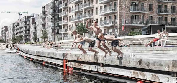 shared-spaces-for-leisure-around-the-river-in-an-urban-area