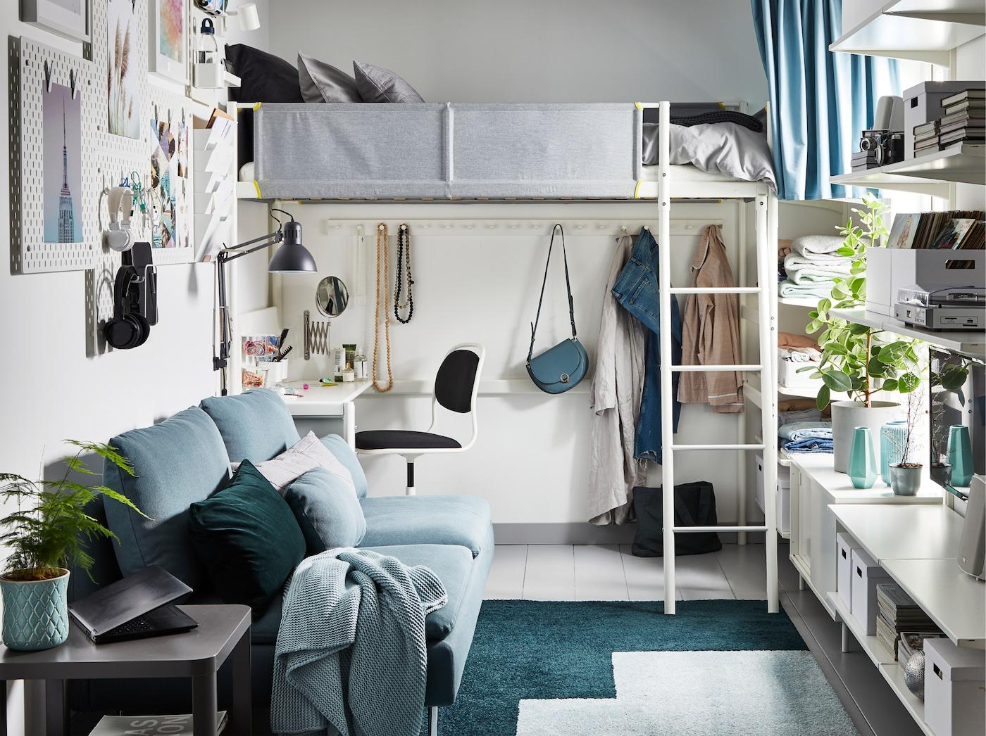 تخزين عمودي لغرفة نوم صغيرة خالية من الفوضى - IKEA