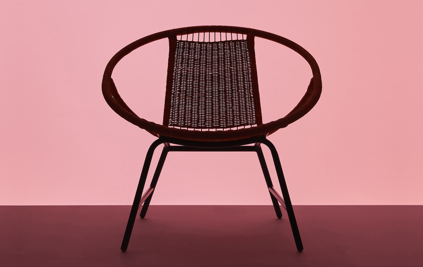 Silhouette of a GAGNET armchair on a pink background.