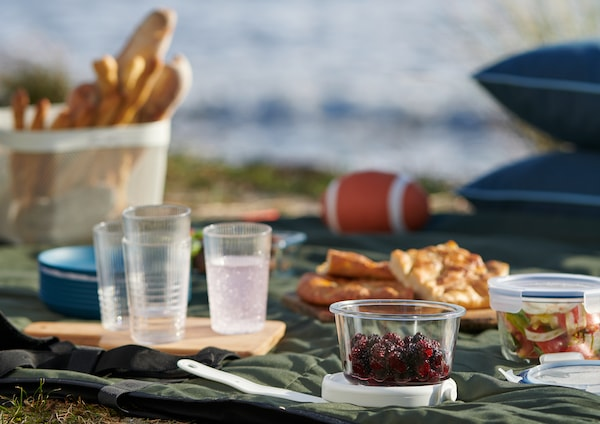Simple ideas for organising a picnic outside