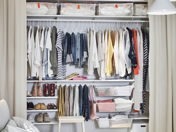 Sistema de parede BOAXEL com várias utilizações de arrumação de roupa