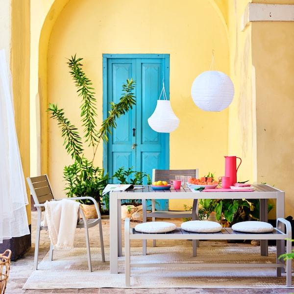 SJÄLLAND matbord, stolar och bänk, underhållsfritt för utomhusbruk.