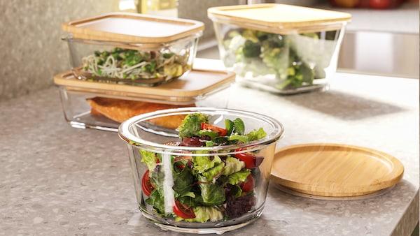Skleněná miska se salátem