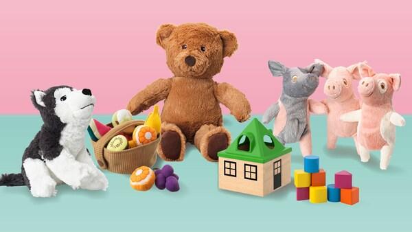 Skupina hraček IKEA jako ilustrace možností nákupu za škudlíky.