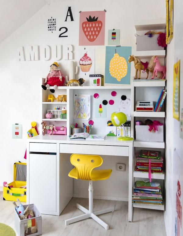 So inspirierst du Kinder, u. a. mit MICKE Schreibtisch in Weiß.