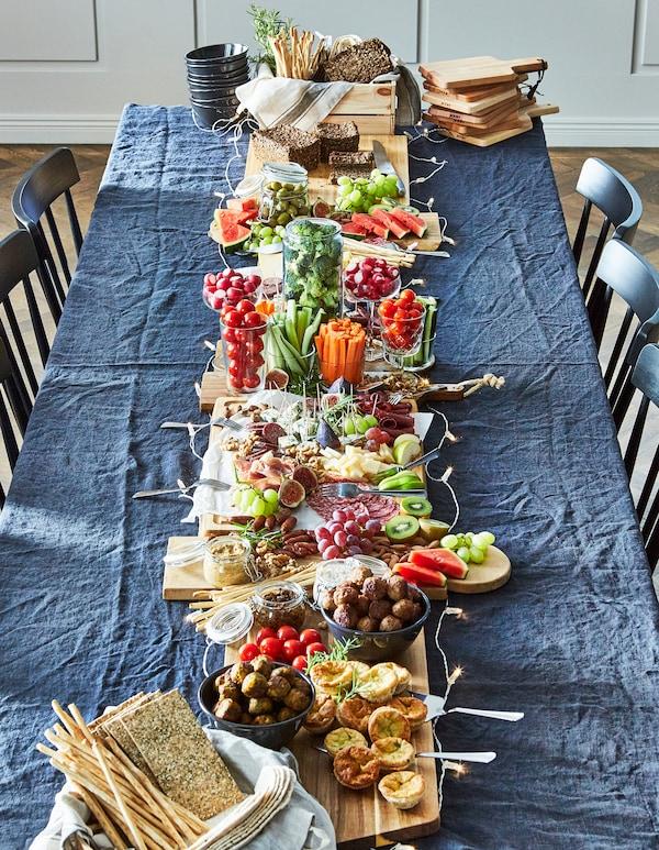 Sostituire le elaborate e impegnative cene natalizie con un buffet di piatti già pronti è un piacere per gli occhi e allevia lo stress - IKEA