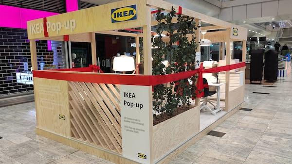 Stánok IKEA Pop-up v nákupnom centre v Košiciách.