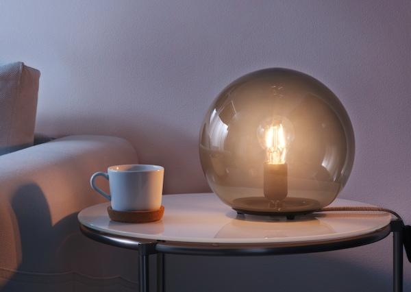 Стильная настольная лампа-шар для создания уютной атмосферы