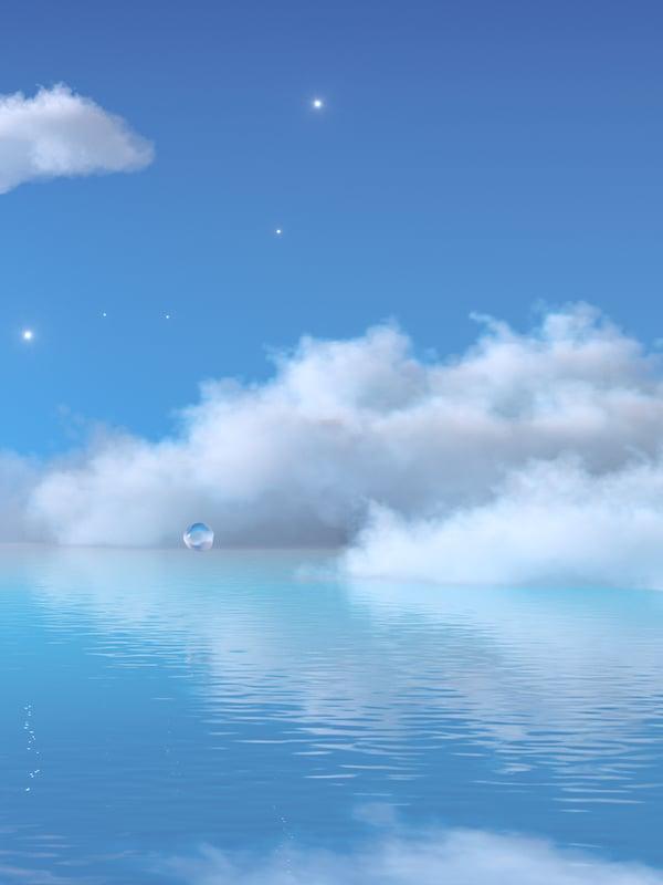 Stjerner og dunaktige hvite skyer på en blå himmel over en småkruset sjø med blått vann.