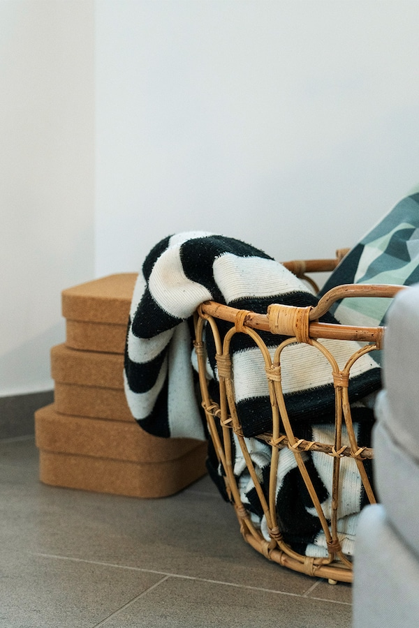 Store IKEA throws in an IKEA basket.
