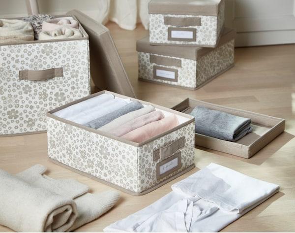 STORSTABBE Caja con tapa, beige, 25x35x15 cm