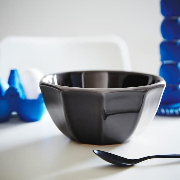 STRIMMIG schaal gemaakt van donkerblauw aardewerk met geometrische vorm voor een moderne look.
