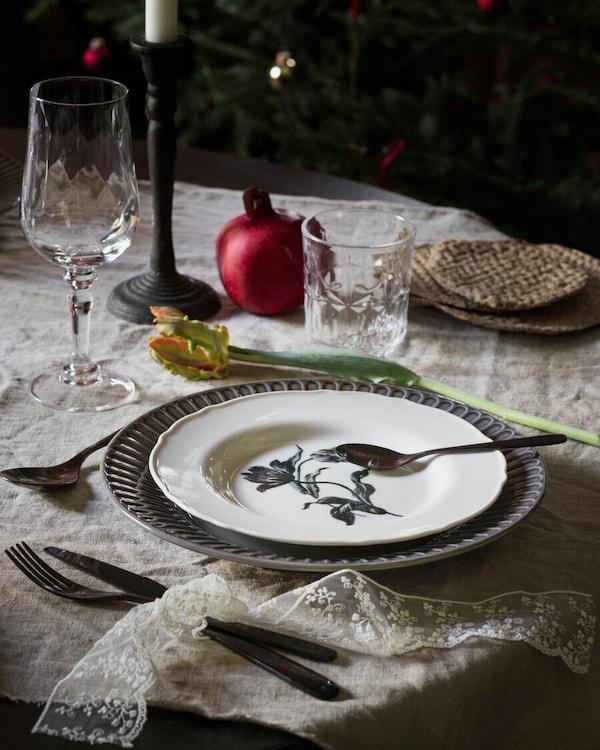 STRIMMIG Talerz, ceramika szary27 cm; UPPLAGA Talerzyk, biały/wzór22 cm