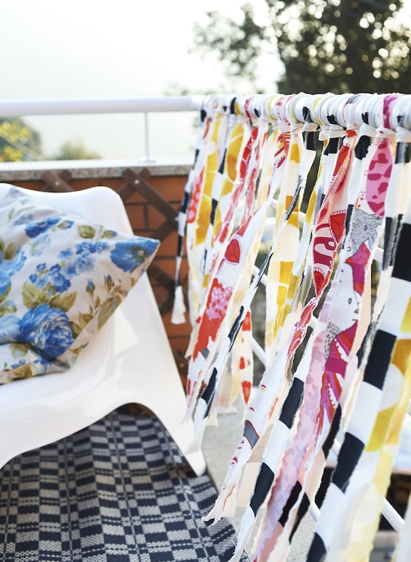 Strips of bright fabric create a summer feel