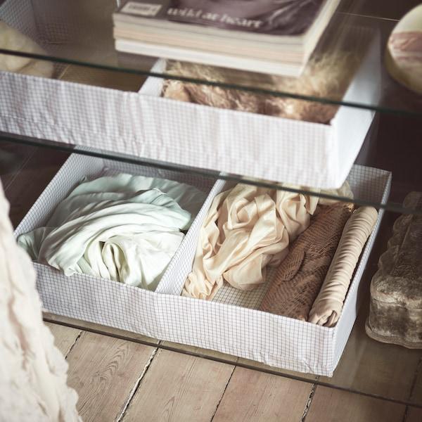 STUK lådor med fack för kläder.