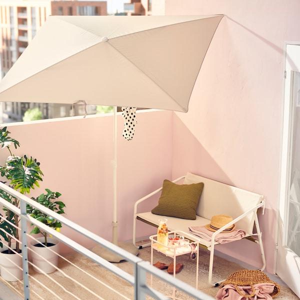 Suggerimenti su come creare l'atmosfera della spiaggia in balcone.